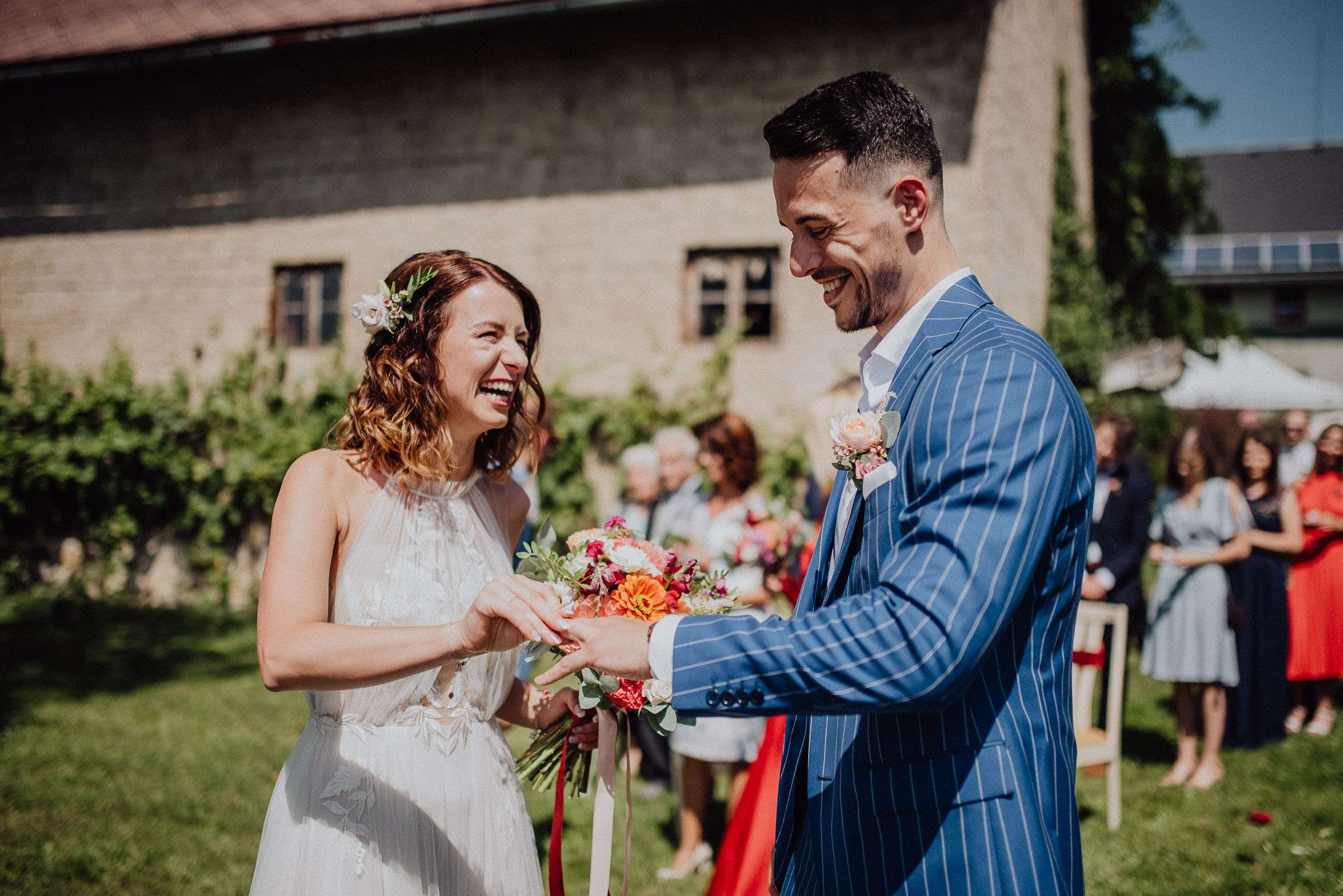 Ženich s nevěstou si vyměňují prstýnky svatba Orlické hory