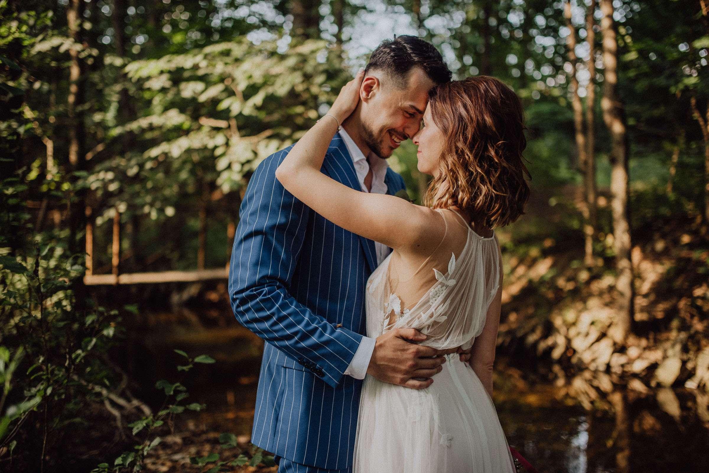 Svatební focení ve stínu stromů Orlické hory Kunvald